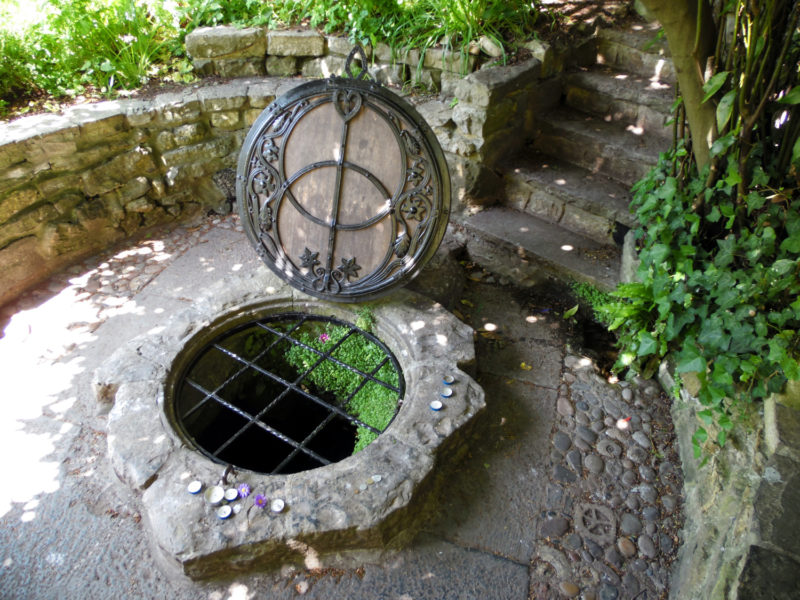 Glastonbury : la tombe du roi Arthur, le puits magique et la hippie attitude