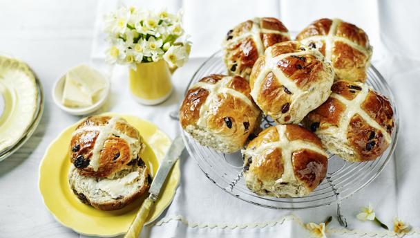 Les Hot Cross Buns, une tradition culinaire pour Pâques en Angleterre