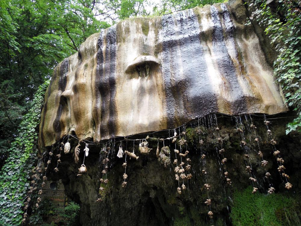 Les eaux pétrifiantes de Mother Shipton's Cave