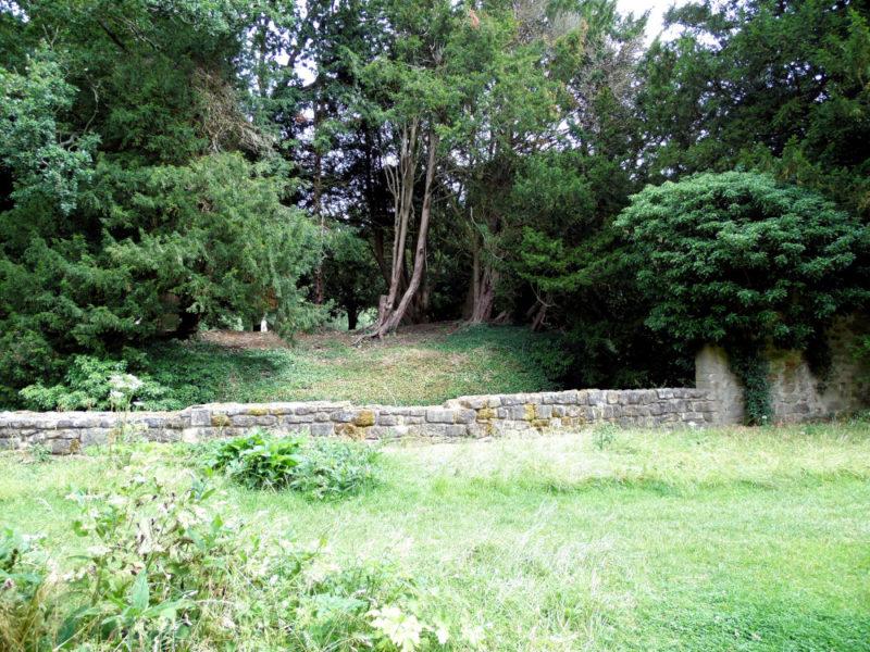 L'endroit était propice à l'établissement d'un nouvel ordre religieux : bois et roche à profusion, et un cours d'eau.