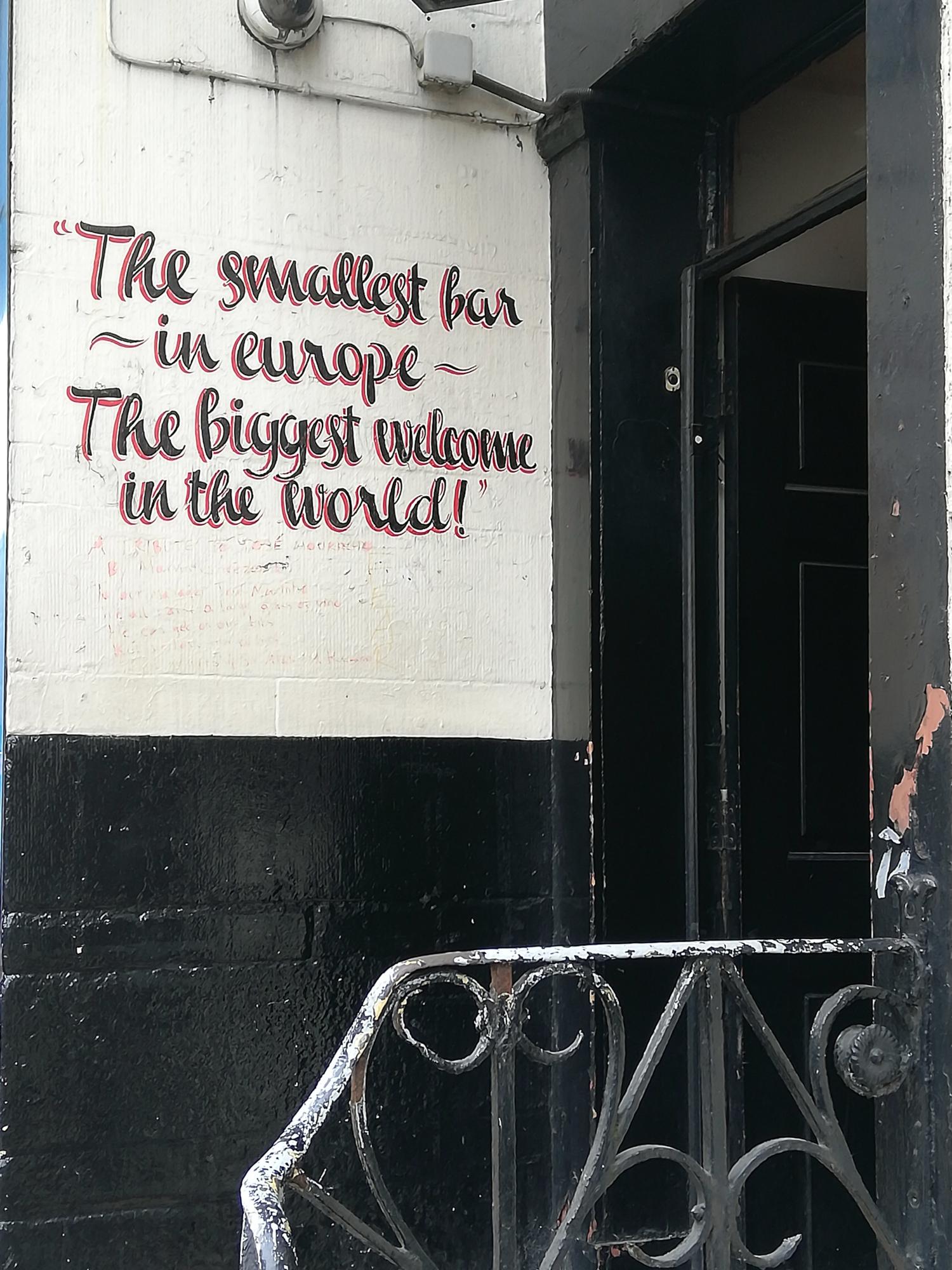 Le plus petit pub d'Europe, Manchester