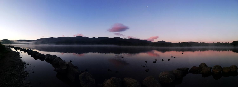 L'histoire d'un week-end pluvieux : Lever de soleil sur le Loch Morlich, Parc National des Cairngorms