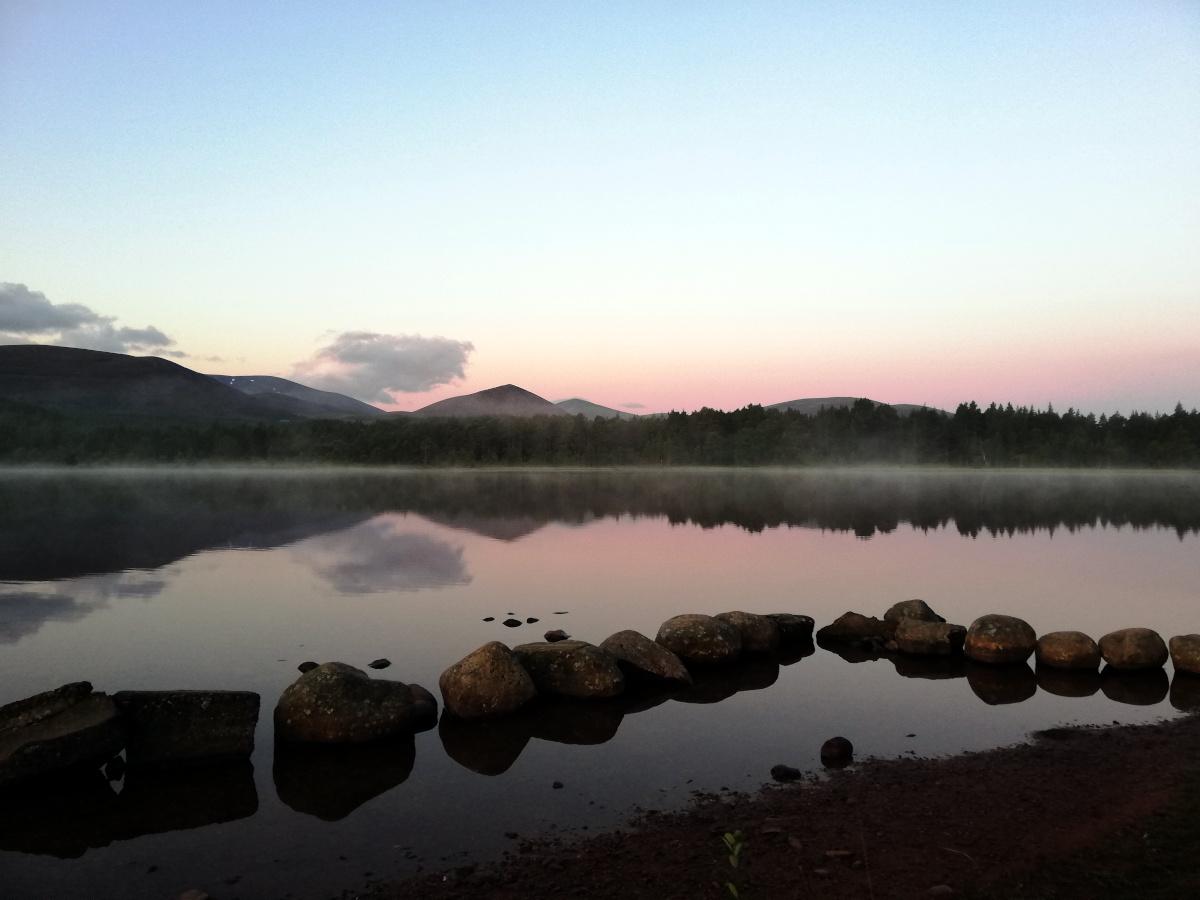 Lever de soleil sur le Loch Morlich, Parc National des Cairngorms
