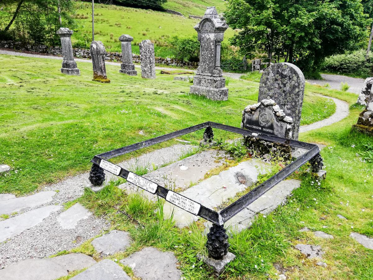 La tombe de Rob Roy, un hors-la-loi écossais populaire !